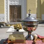 Состоялось освящение накупольного креста больничного храма-часовни