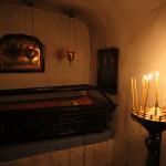 Ночное богослужение в пещерах