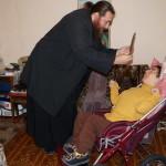 Работники Социального отдела навестили инвалидов и ветеранов столицы