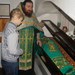 Святии безсребреницы и чудотворцы, посетите немощи наша