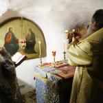 В день памяти свт.Иоанна Златоуста митрополит Павел служил в пещерах