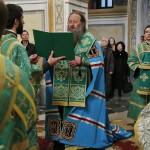 Вечером Воскресного дня митрополит Павел совершил службу Акафиста всем преподобным Печерским