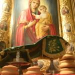 Днесь радостно ликовствует пещера святая, имеющи святыя мощи твоя, блаженне Варлааме