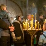Обрезуется яко Младенец Владыка, Иисуса же приемлет именование