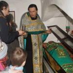 Для маленьких паломников был отслужен молебен в пещерах