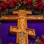 Пусть вся земля и вся тварь Честному Кресту поклонится (видео)
