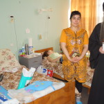 Лаврская братия посетила маленьких пациентов в столичном онкологическом центре