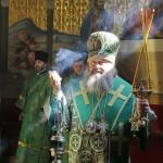 В День Святого Духа митрополит Павел совершил Литургию в Успенском соборе Лавры