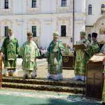В день тезоименитства Предстоятель УПЦ возглавил Литургию перед Успенским собором Лавры (видео)