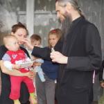 Братия Лавры помогает многодетным семьям Киевской области