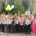 В День знаний Наместник Лавры освятил школу и благословил детей с родителями