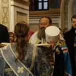 Наместник Лавры сказал, встречая Плащаницу Богородицы: «Не мы приходим к Ней, а Она Сама пришла к нам для того, чтобы утешить нас» (видео)