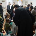 Насельник Лавры отслужил молебен в туберкулезной больнице для детей и вручил подарки