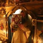 В праздник свт. Спиридона Тримифунтского Наместник Лавры возглавил ночную Литургию в пещерах