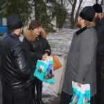 Насельники Лаври побували з подарунками у жителів села поблизу від Чорнобильської зони
