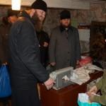 С подарками у жителей села поблизости от Чернобыльской зоны насельники Лавры побывали