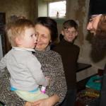 Насельники Лавры привезли продукты, сладости, игрушки в семьи с детьми
