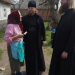 Проживающих в тринадцатикилометровой Чернобыльской зоне людей навестили священнослужители Лавры
