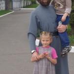 На Пасху детишки из реабилитационного центра с. Копылов получили из Лавры пасхальные подарки