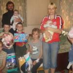 Подопечные социального отдела, проживающие в Киевской области, получили помощь от гостей из Лавры