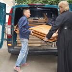 Братия Лавры помогает ветеранам, слабовидящим и переселенцам