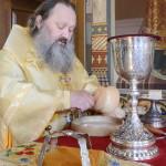Перед заседанием Священного Синода Наместник Лавры возглавил Божественную Литургию