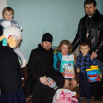 Children from the large families were given Christmas presents