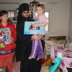 Братия соцотдела Лавры начали вручать детям праздничные подарки