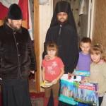 Братия Лавры вручили семьям с детьми подарки