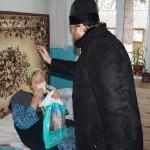 Одиноких стариков в с. Грузское навестили братия социального отдела Лавры