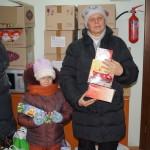 Підопічні соцвідділу отримують привітання та подарунки до Різдва