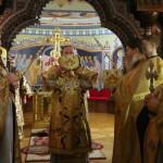Намісник Лаври очолив нічну Божественну Літургію