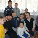 Братия соцотдела поздравили детей с Пасхой
