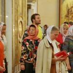 Богослужения Недели святых жен-мироносиц возглавил митрополит Павел