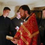 Намісник Лаври звершив нічну Літургію в печерах