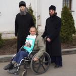 Братия соцотдела Лавры оказали помощь людям с ограниченными физическими возможностями