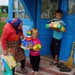 Братия соцотдела Лавры навестили многодетные семьи с. Морозовка