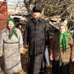 Братия соцотдела Лавры помогают встретить холода подопечным