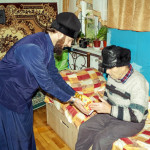Братия соцотдела поздравили с наступающим Рождеством Христовым пожилых людей