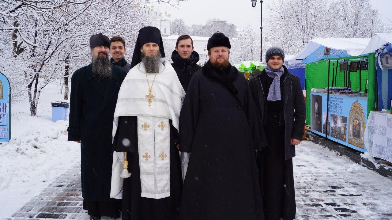 lavra.ua/wp-content/uploads/2018/02/photo5471926839665600711.jpg