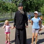 Братия Лавры посетили детский распределитель села Копылов