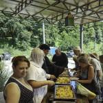 Братия Лавры оказывают помощь бездомным