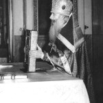 Отец Спиридон у престола за литургией