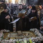 У Лаврі звершено богослужіння виносу і погребіння Плащаниці