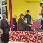 В честь праздника прп. Феодосия возле Лавры кормили малоимущих