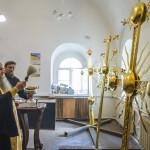 В Лавре освящены накупольные кресты Троицкой церкви