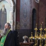 Совершено освящение накупольных крестов церкви Спаса на Берестове