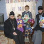 Братия Лавры навестили многодетные семьи