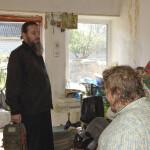 Священнослужителі Лаври допомогли літнім людям та інвалідам