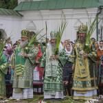 Священноархимандрит Лавры возглавил богослужения Пятидесятницы